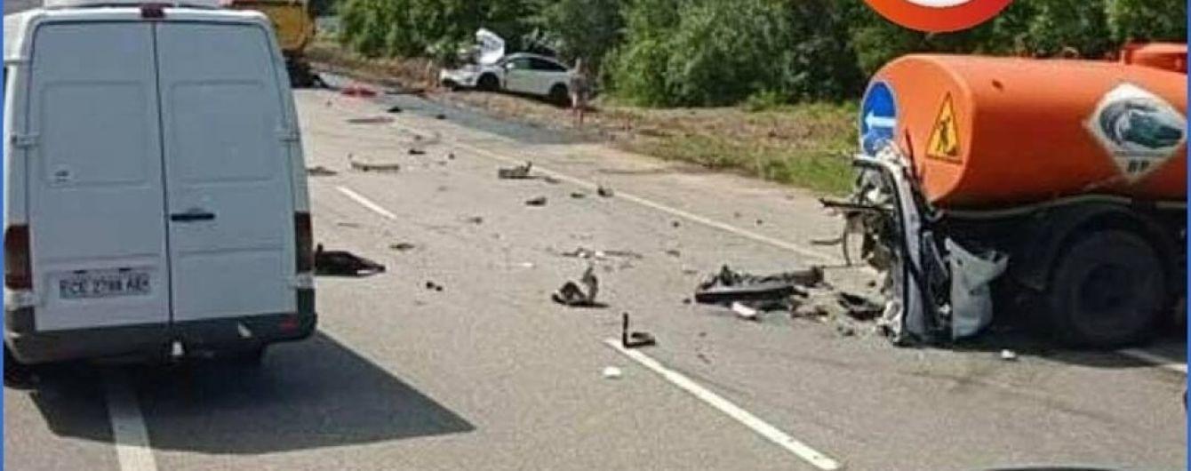 Смертельне зіткнення Tesla та водовоза сталось на трасі Київ-Житомир