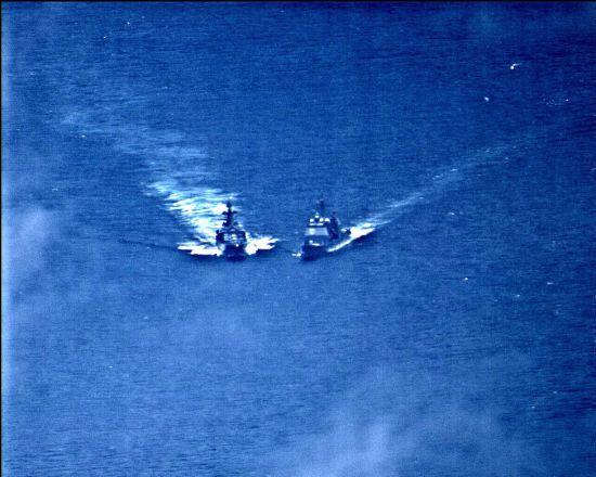 У Філіппінському морі ледь не зіткнулись військові кораблі Росії та США. Сторони звинувачують одне одного