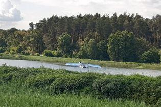 Вблизи Киева самолет совершил аварийную посадку на воду