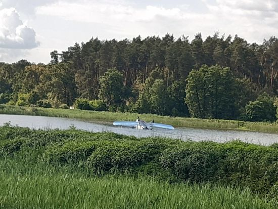 Поблизу Києва літак здійснив аварійну посадку на воду
