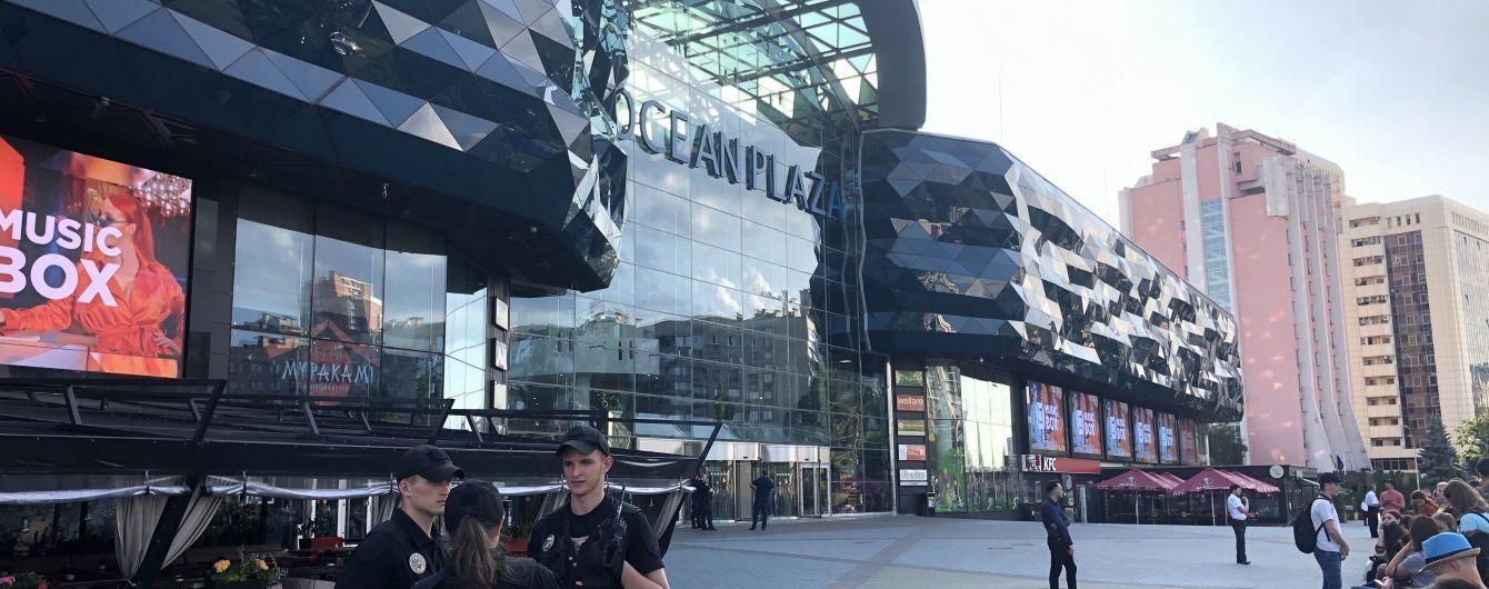 """В Киеве """"минировали"""" крупный торговый центр"""