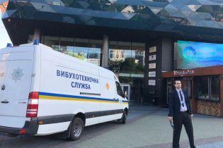 """Массовый телефонный террор в Украине: откуда поступают сообщения о """"минировании"""" и как с этим борется полиция"""