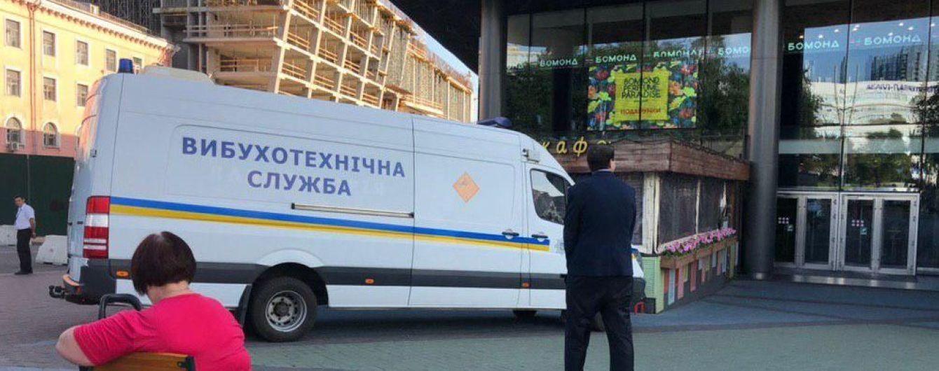"""У Києві """"замінували"""" шість торговельних центрів та дві мережі супермаркетів"""