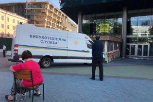 """В Киеве """"заминировали"""" шесть торговых центров и две сети супермаркетов"""