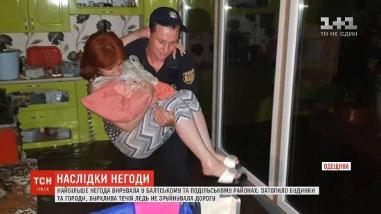 На Одещині сильні зливи призвели до паводку. Людей евакуйовували із затоплених будинків