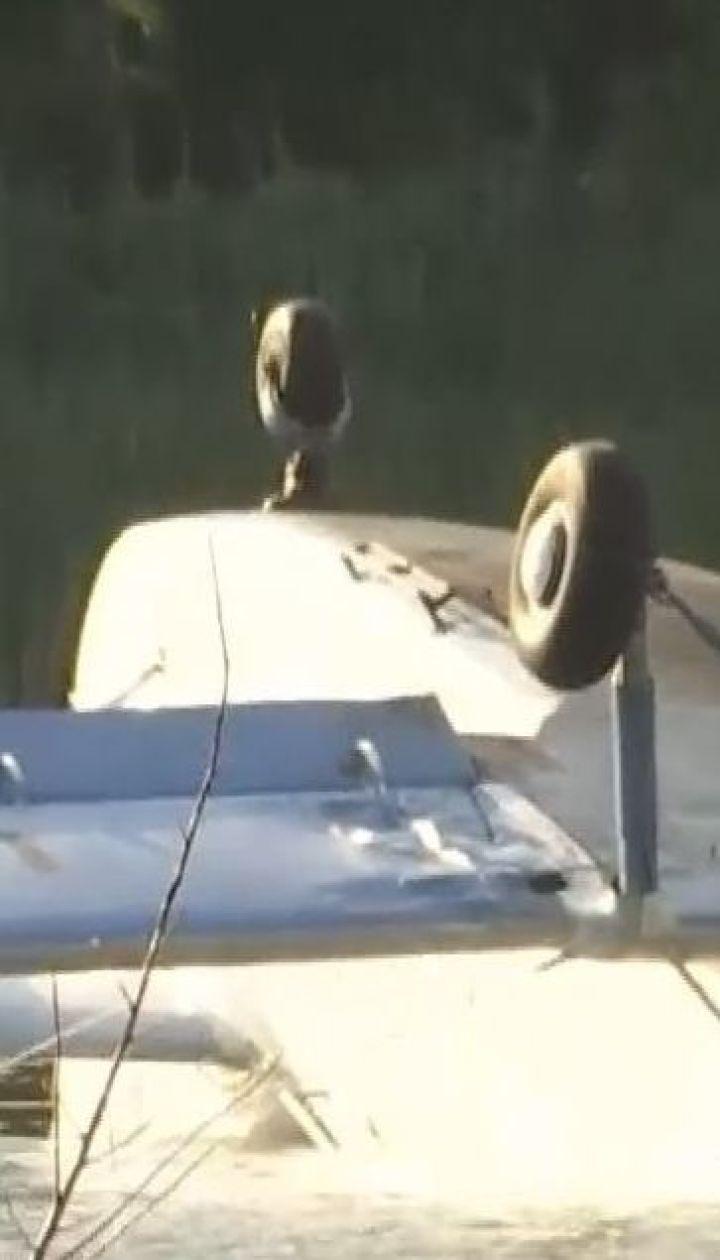 Вблизи столицы экстренно сел на воду легкомоторный самолет