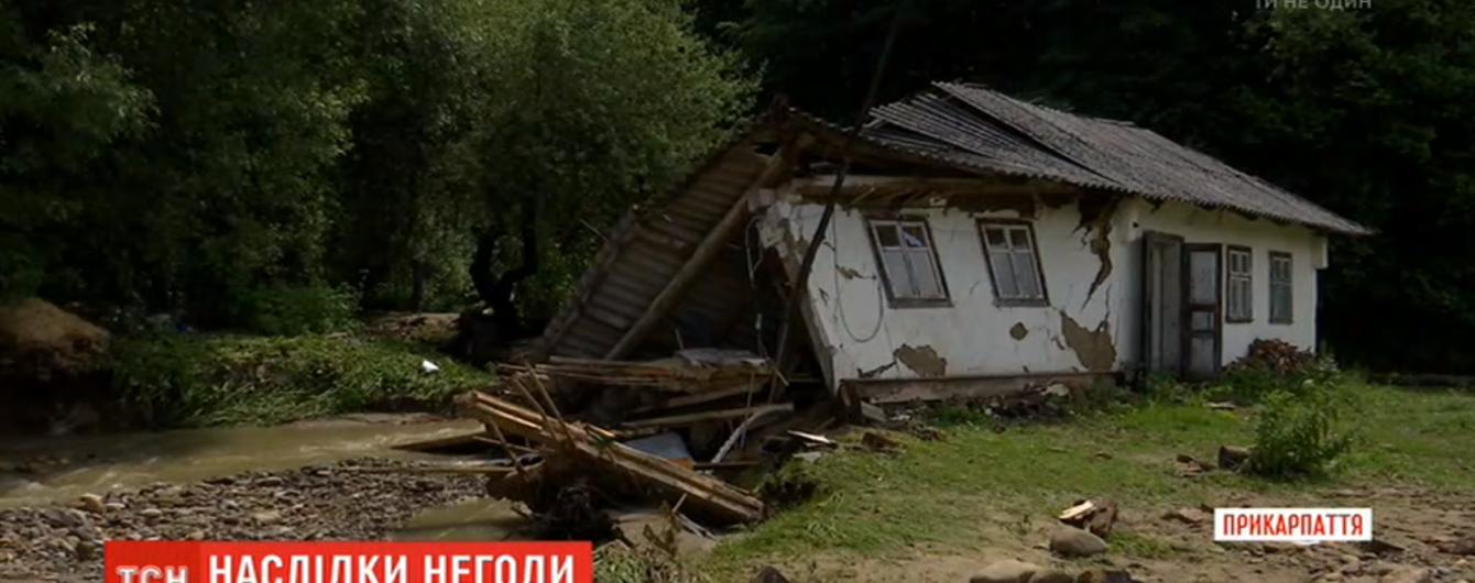 На Ивано-Франковщине вода с гор затопила хозяйства и разрушила дома