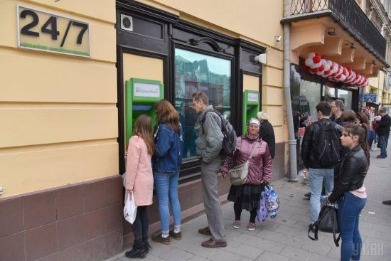 У кіберполіції розповіли, як українцям захистити від злочинців свої гроші від на картках