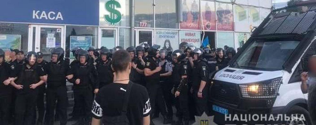 Нацкорпус и ветераны устроили массовую драку в Харькове, пострадали журналисты