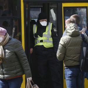 Жителі Миколаєва зібрали 17 тис. грн штрафу, який виставили водію автобуса за порушення карантину