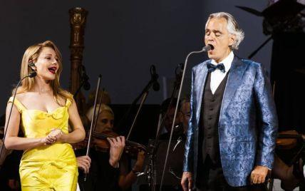 Тіна Кароль в обтислій сукні з шовку переспівала самого Бочеллі