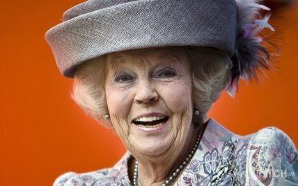 На підборах і в капелюсі з бантом: принцеса Беатрікс вийшла в світ