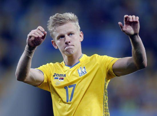 Зінченко пристрасно поцілував журналістку після гри з Сербією, ЗМІ приписали футболісту роман