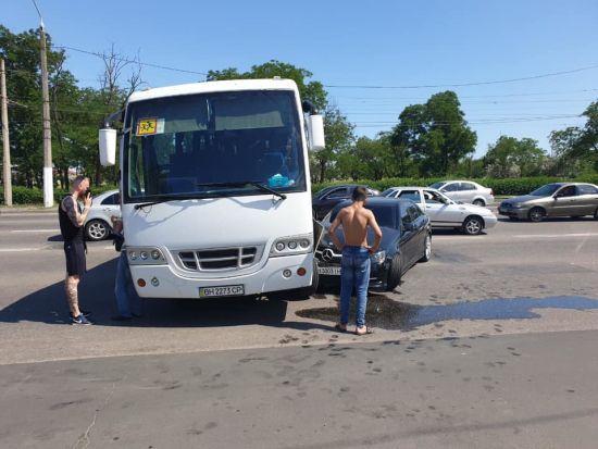 В Одесі потрапив у ДТП автобус, в якому їхала донька Гриценка