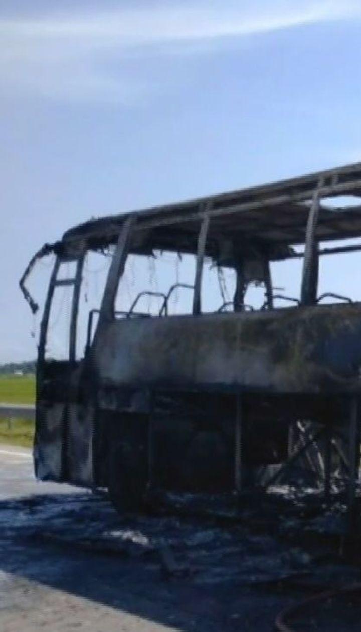 В Житомирской области во время движения загорелся пассажирский автобус