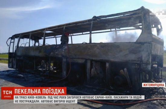 До металевого скелету: на Житомирщині під час рейсу згорів пасажирський автобус