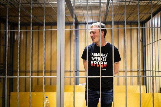У Москві на тлі суспільного  обурення затриманого журналіста відправили під домашній арешт