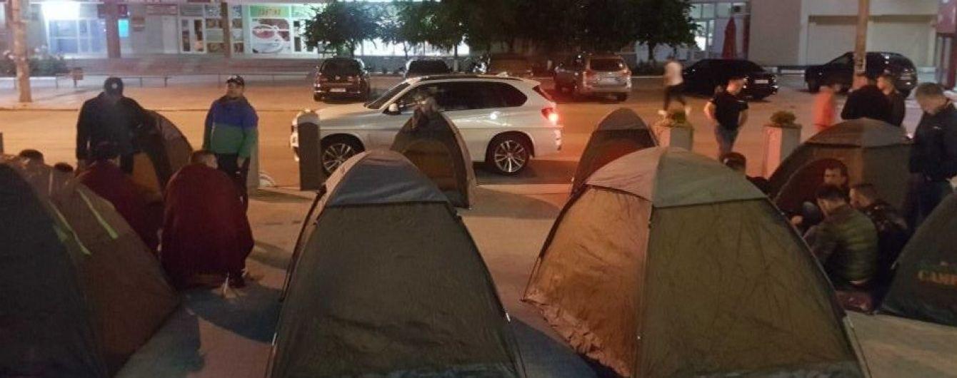 В Молдове ночной протест против нового правительства: под админзданиями выставили палатки