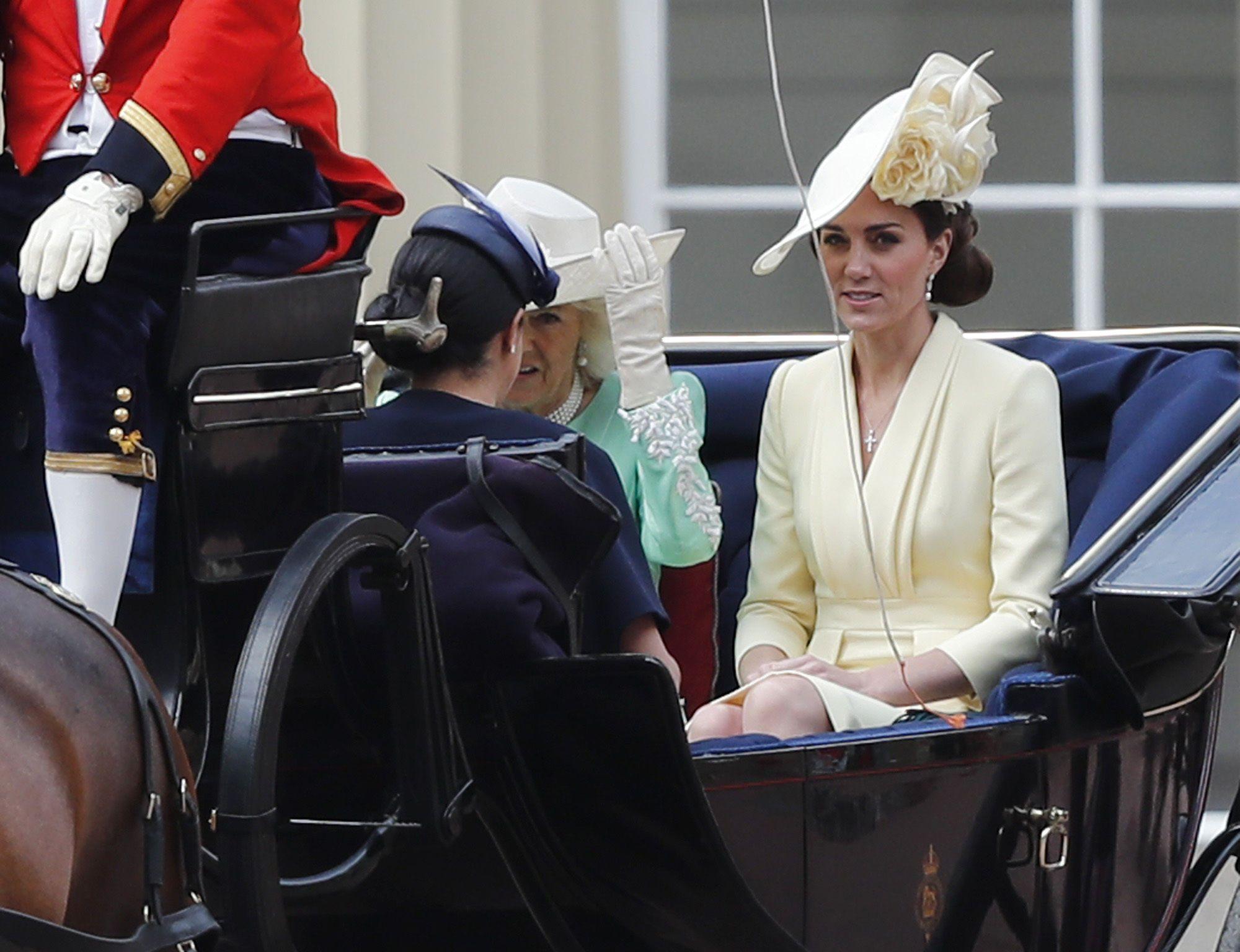 Кейт Міддлтон, принц Вільям з дітьми_6