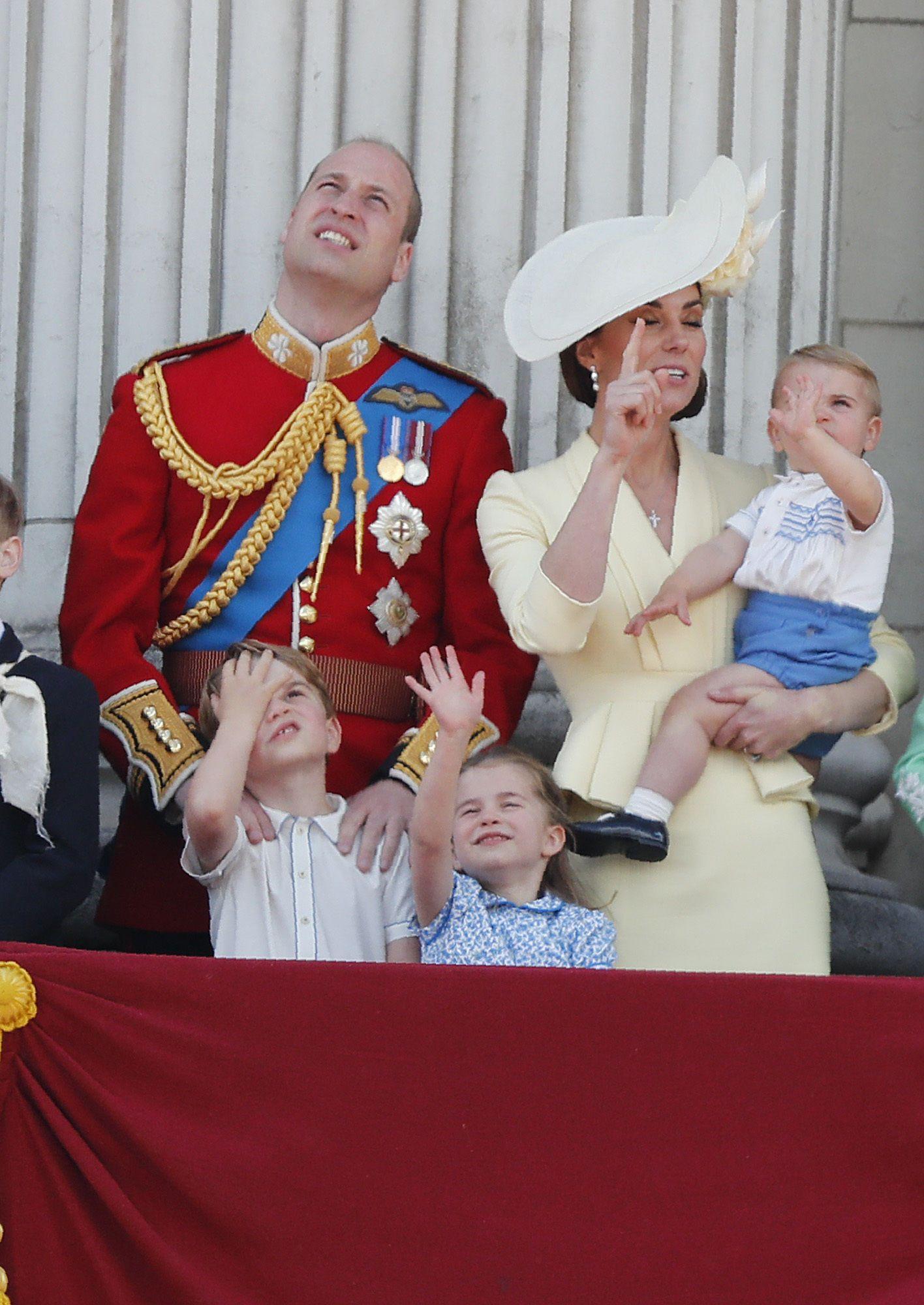 Кейт Міддлтон, принц Вільям з дітьми_8