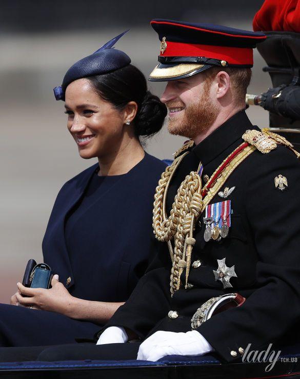 Королевская семья на параде_5