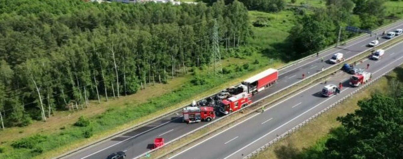 В Польше после столкновения сгорели сразу семь авто: много жертв