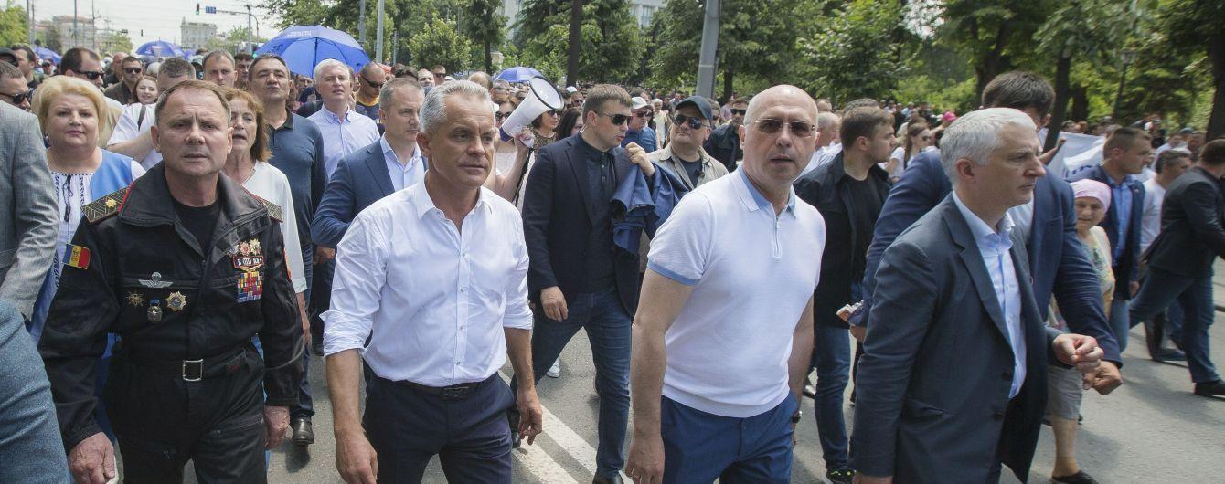 """""""Ситуация, близкая к взрыву"""". В Молдове под давлением улицы решают, кто является властью"""