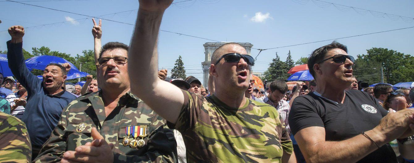 Правительство Молдовы ушло в отставку, чтобы разрешить политический кризис