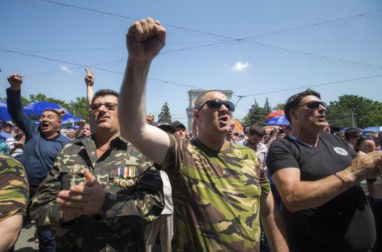 Уряд Молдови пішов у відставку, аби вирішити політичну кризу