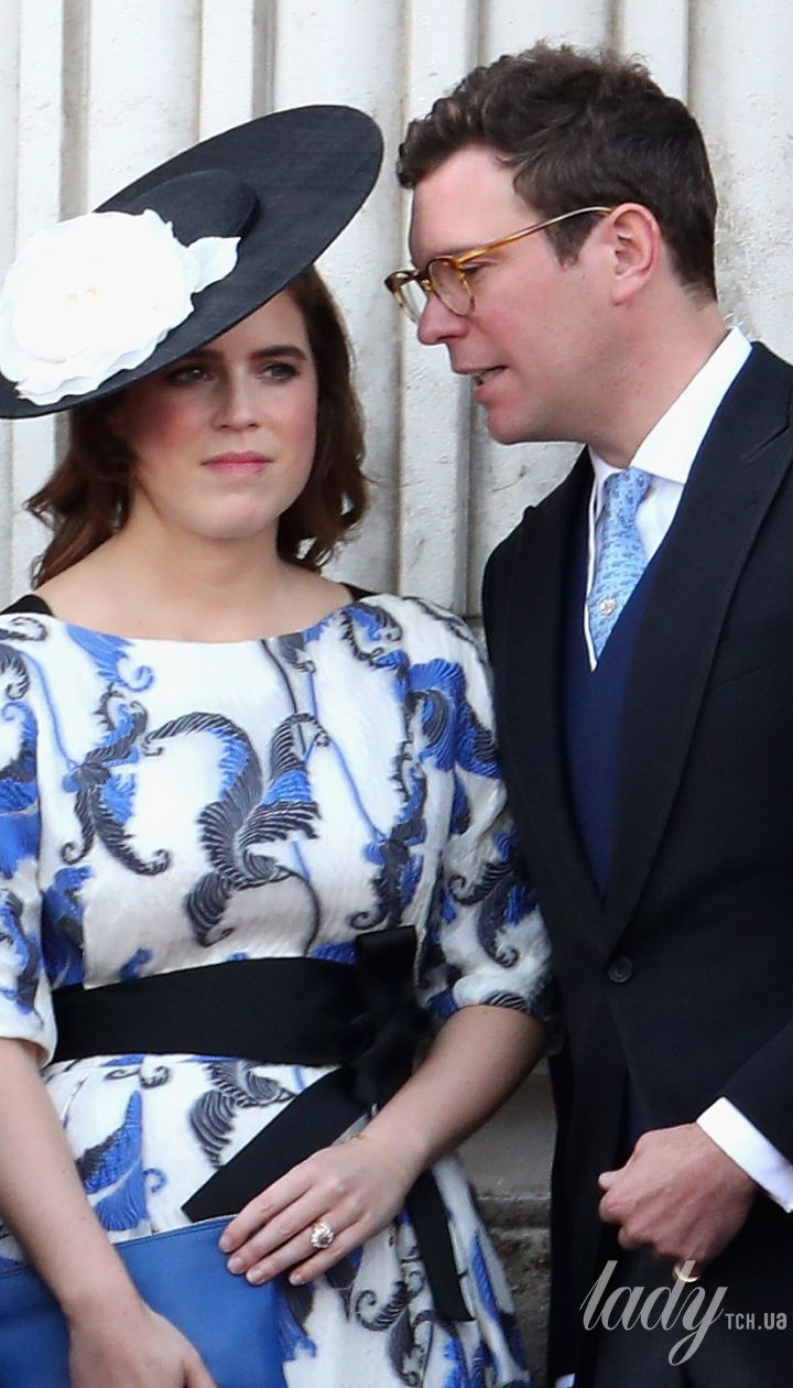 Члены британской королевской семьи на параде