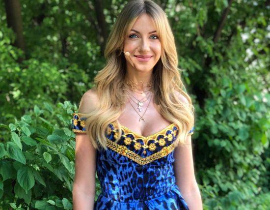 Леся Нікітюк показала, як перешила мамину сукню 34-річної давності