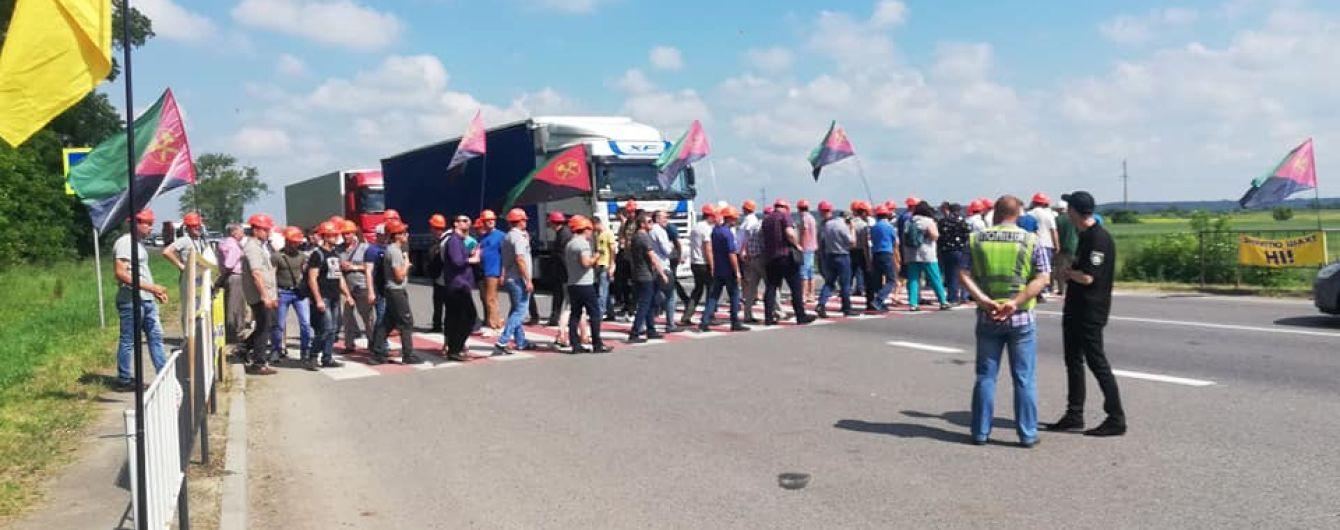 На Львовщине шахтеры перекрыли трассу из-за долгов по зарплате