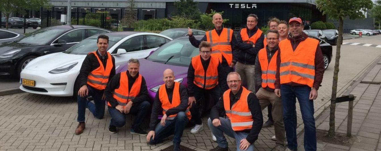 Базу Tesla в Европе заблокировала группа владельцев Model 3