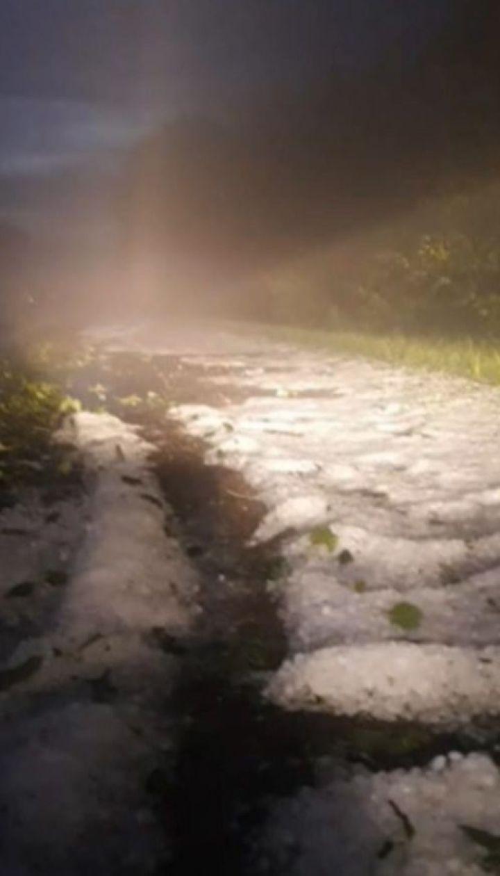 На трасі неподалік Бердичева випав сніг