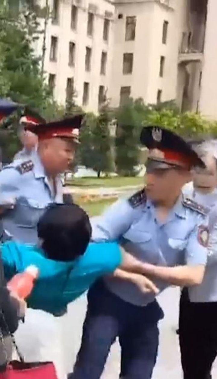 Около 500 человек были доставлены в отделения в Казахстане из-за призывов бойкотировать выборы