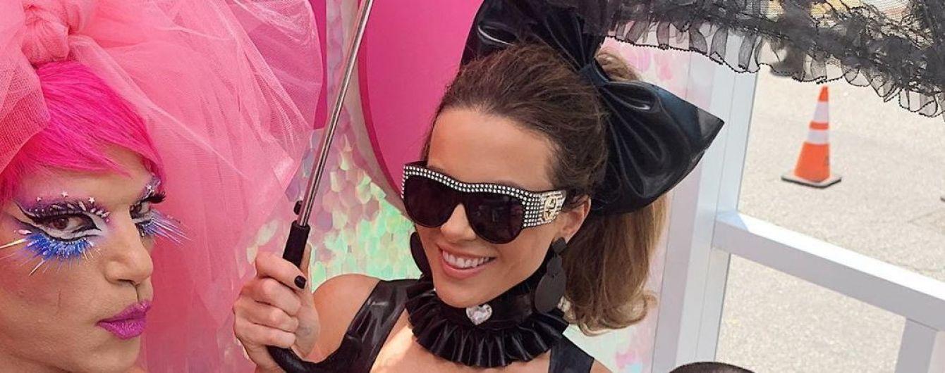 45-річна Кейт Бекінсейл у латексі відвідала ЛГБТ-парад