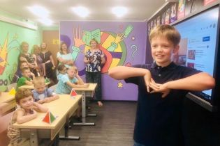 """10-летний сын Потапа провел урок по блогерству в школе Супергероев при """"Охматдете"""""""