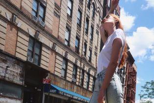 """В ярких лодочках и с микросумкой: стильный """"ангел"""" Алексина Грэм в Нью-Йорке"""