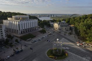 Переїзд Адміністрації президента: які проблеми існують в Українському домі та коли його планують відреставрувати