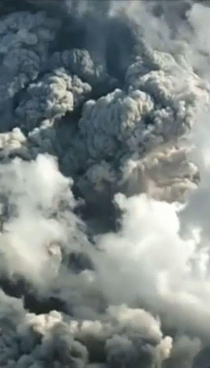 В Індонезії на острові Суматра активізувався вулкан Синабунг