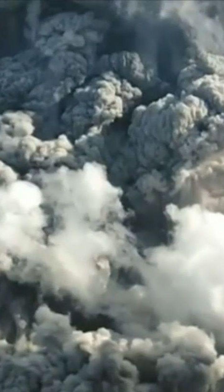 В Индонезии на острове Суматра активизировался вулкан Синабунг