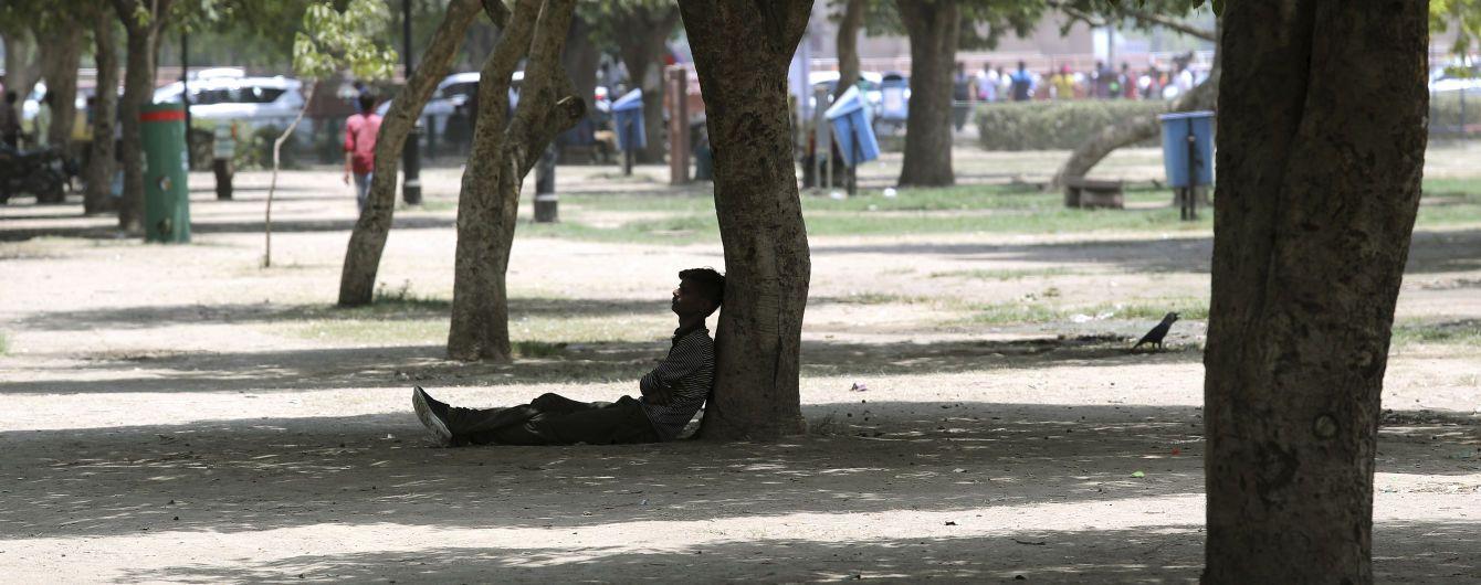 Дороги плавятся, а люди теряют сознание: Индию накрыла рекордная жара