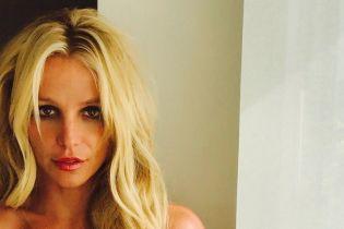 Обиженная на журналистов Бритни Спирс доказала, что она не толстая