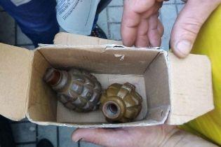 В одному з парків Львова знайшли пакет з бойовими гранатами
