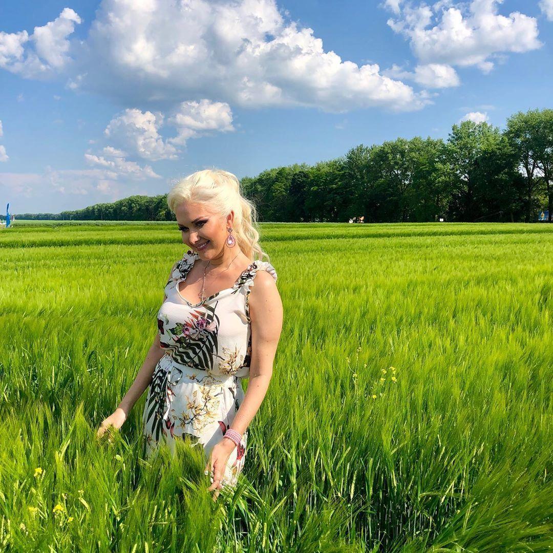 Катерина Бужинська у полі_1