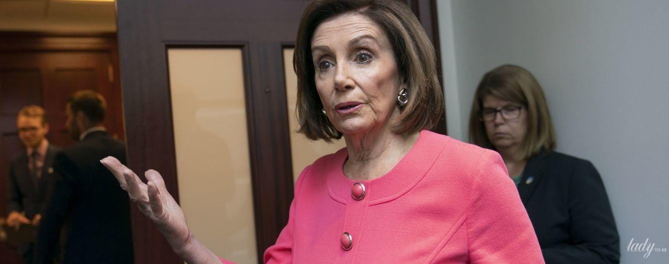 Неожиданно: спикер Палаты представителей США Нэнси Пелоси надела яркое платье