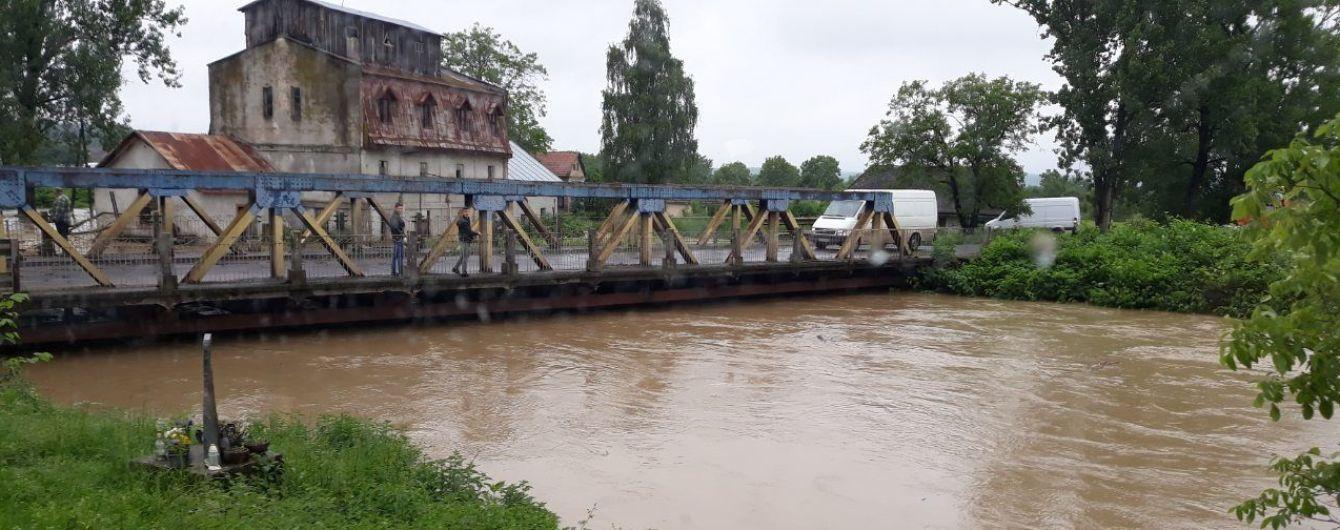 Синоптики предупреждают о ливнях, грозах и повышении уровня воды в реках