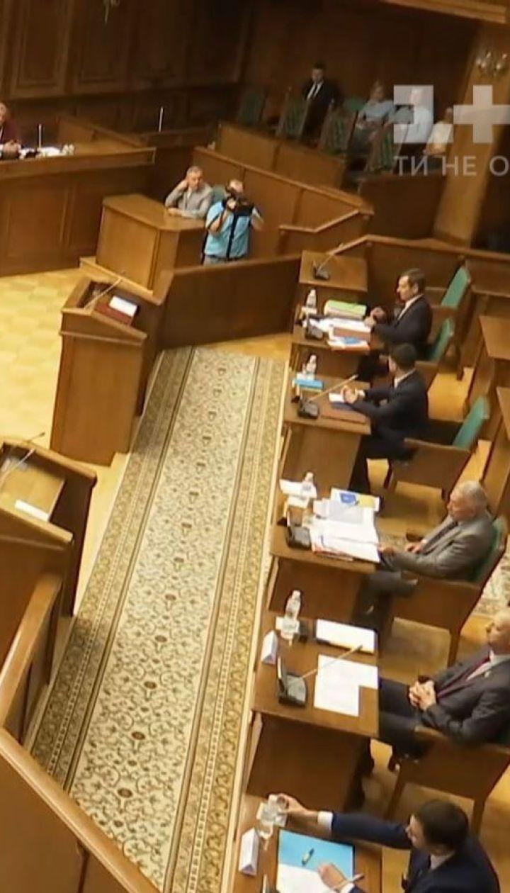 Зеленский в суде настаивает, что коалиции в Раде нет с 2016 года