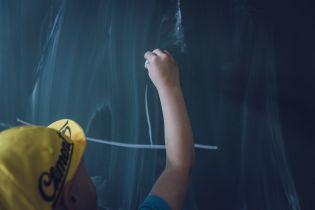 """В России учительница заставила первоклассников писать слово """"жопа"""", чтобы найти хулигана по почерку"""