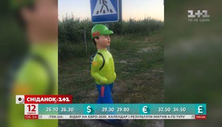 """На київських вулицях встановлять """"пластикових школярів"""""""